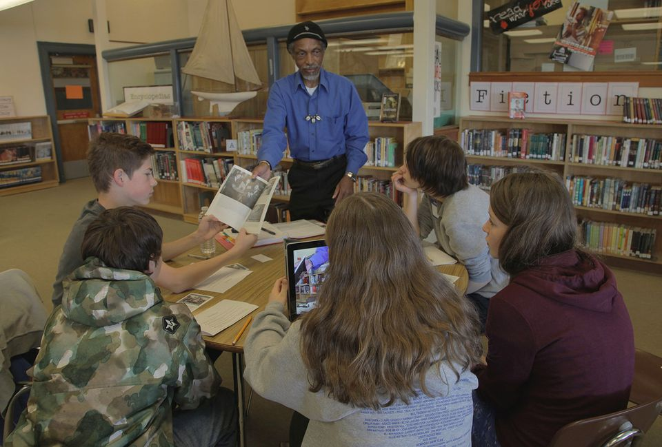 photo of O.B. Hill, 73, talking to Beaumont Middle School students about his life in the City of Vanport before the flood