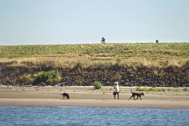 People walking on Broughton Beach along the Columbia River