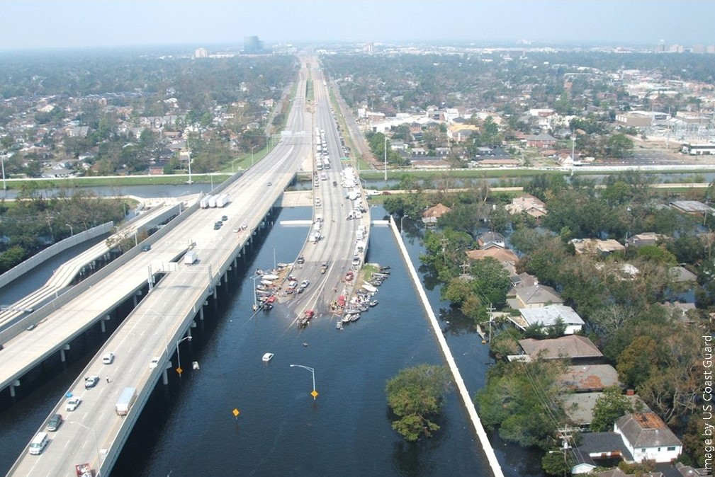 Photo of I-10 looking west over the 17th Street canal